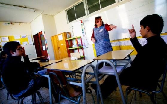 Simulacro de terremoto en establecimiento municipalizado para niños sordos